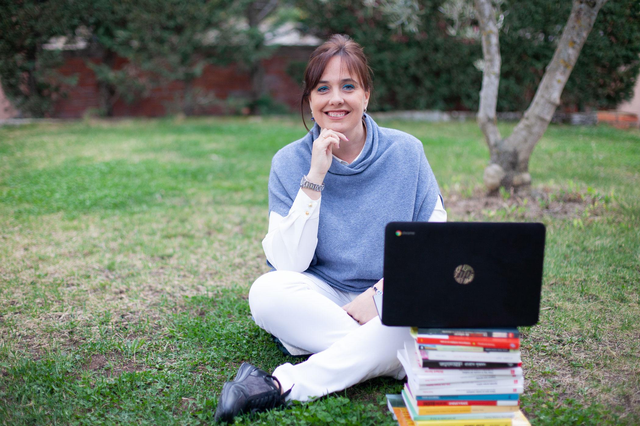Eva teba, socia fundadora de Educando, docente e investigadora